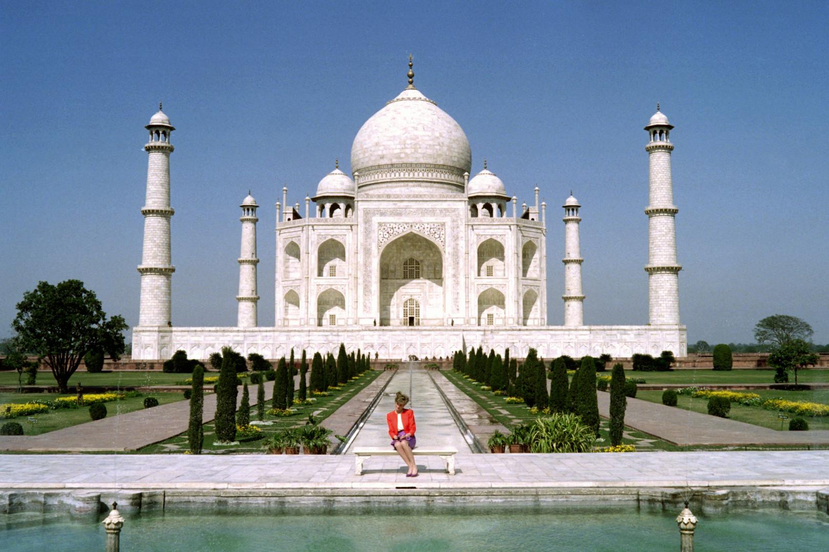La princesse Diana dans une photo iconique au Taj Mahal le 11 février 1992