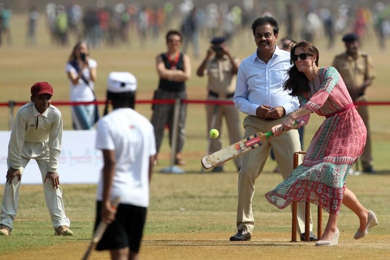 Kate Middleton et le prince William se sont livrés à une partie de cricket lors d'une visite officielle en Inde