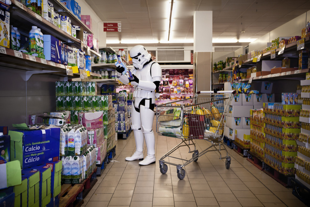 Ici, le Stormtrooper hésite entre deux types de lessive pour son armure