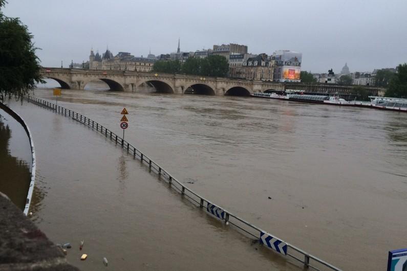 Les berges de Seine inondées à Paris le 1er juin 2016