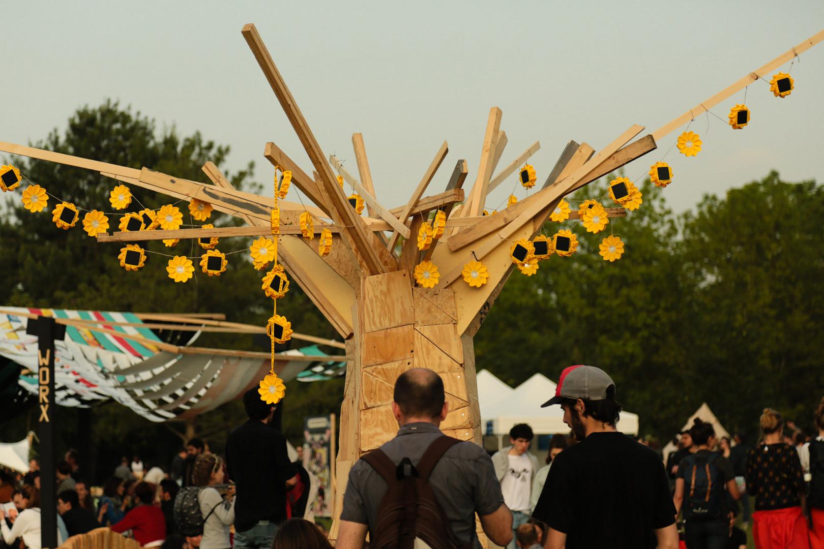 Une des œuvres réalisées par un jeune artiste entièrement fabriquée en matières recyclées et recyclables