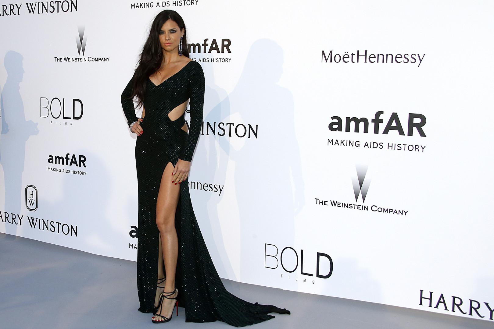 La mannequin brésilien Adriana Lima a gagné 10,5 millions de dollars