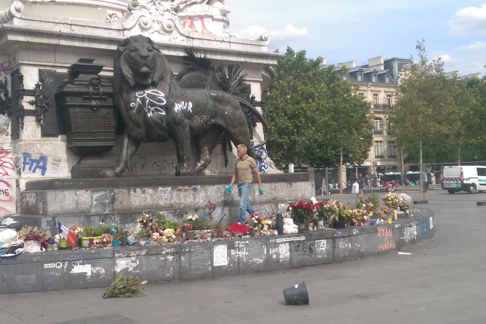La restauration de la place de la République a débuté lundi 1er août