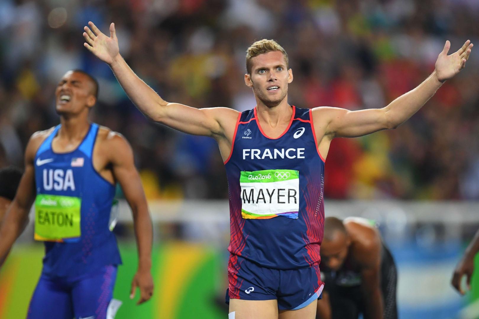 Kévin Mayer et Ashton Eaton après avoir couru le 1 500 m du décathlon le 18 août.