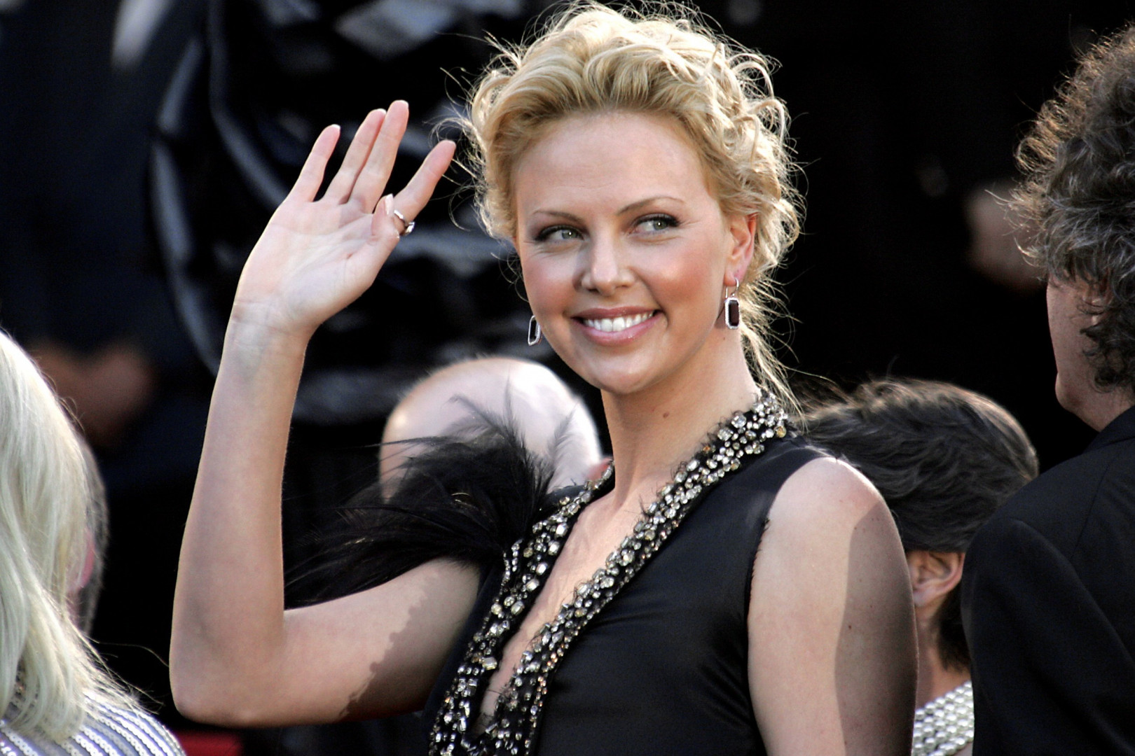 6. Charlize Theron, 16,5 millions de dollars