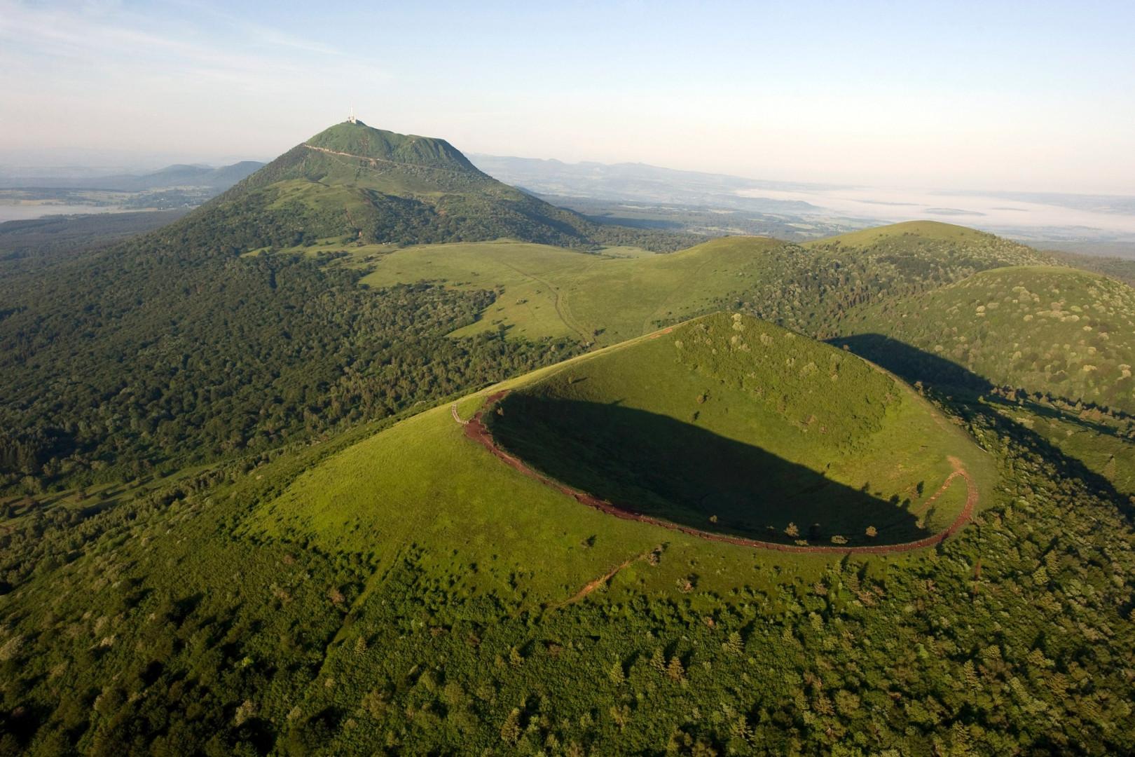 La Chaîne des Puys, avec la faille de la Limagne, haut lieu tectonique en France