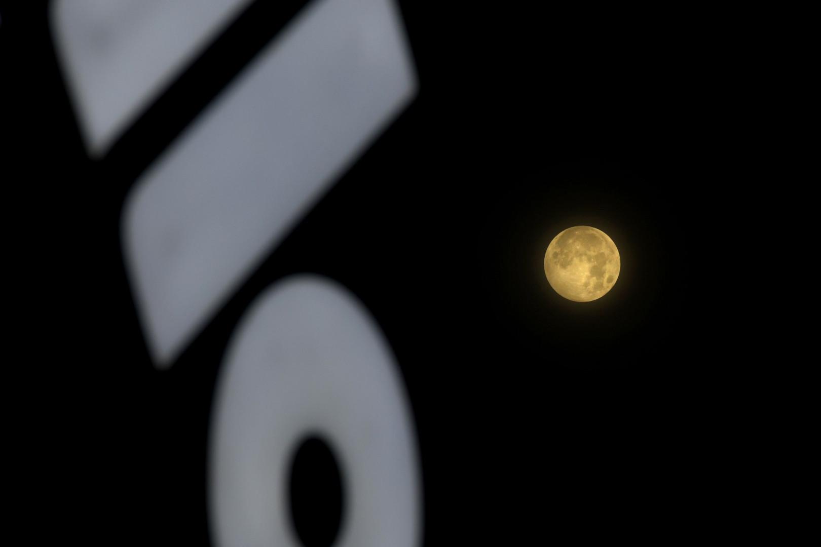 La lune pénombrale observée en Inde ce vendredi 5 juin.