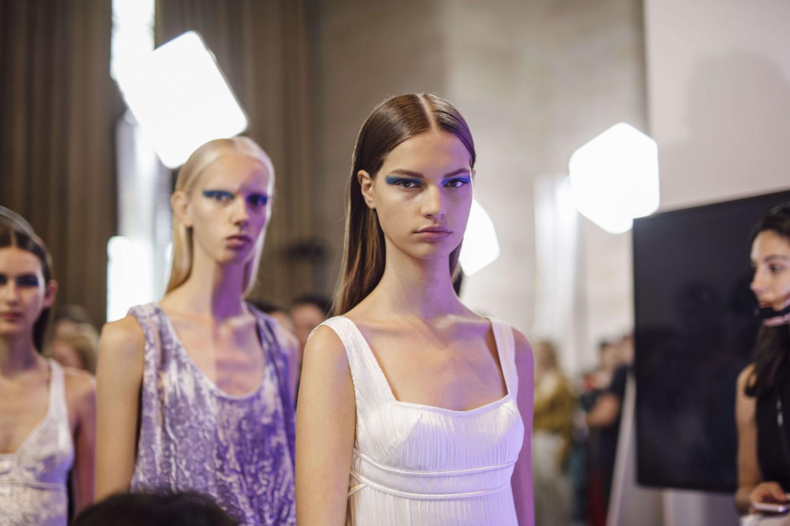 Mannequins s'alignent avant de défiler chez Victoria Beckham pour sa collection printemps-été 2017 à la fashion week de New York