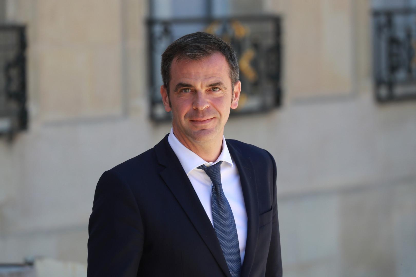 Après le départ d'Agnès Buzyn et sa gestion de la crise du coronavirus, Olivier Véran reste ministre de la Santé