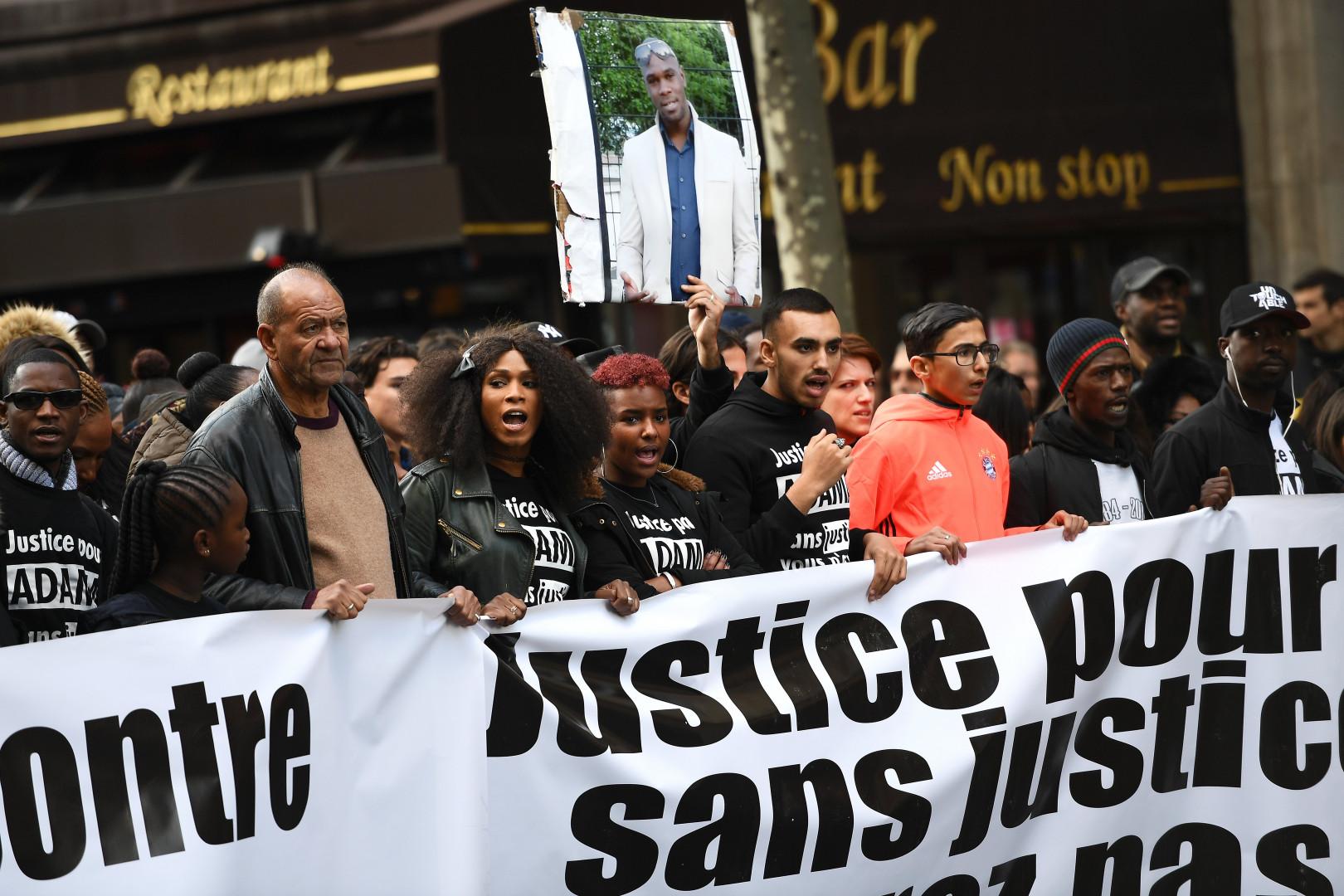 """Depuis le décès du jeune homme, ses proches réclament """"justice""""."""
