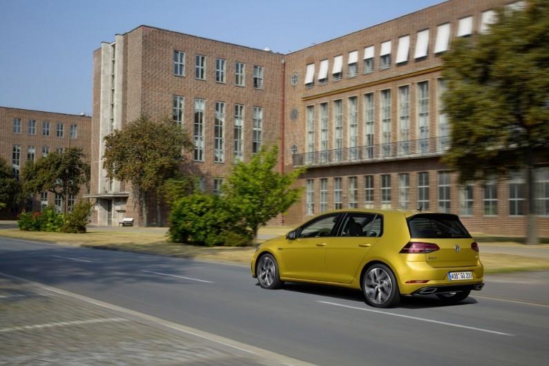 """Volkswagen dévoile sa """"nouvelle"""" Golf 7"""