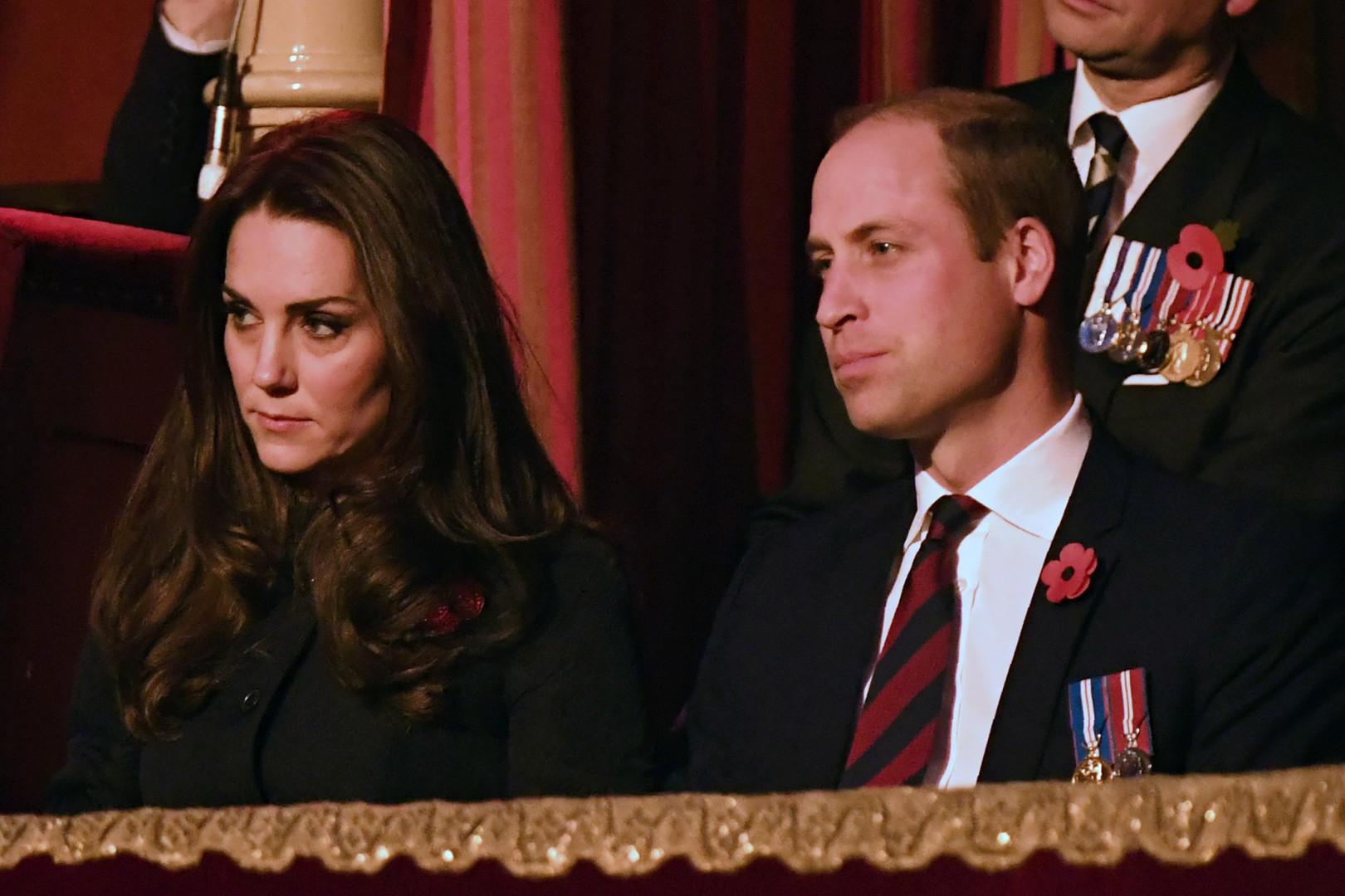 La veille, la duchesse avec son mari au Royal Albert Hall pour le festival royal du Remembrance