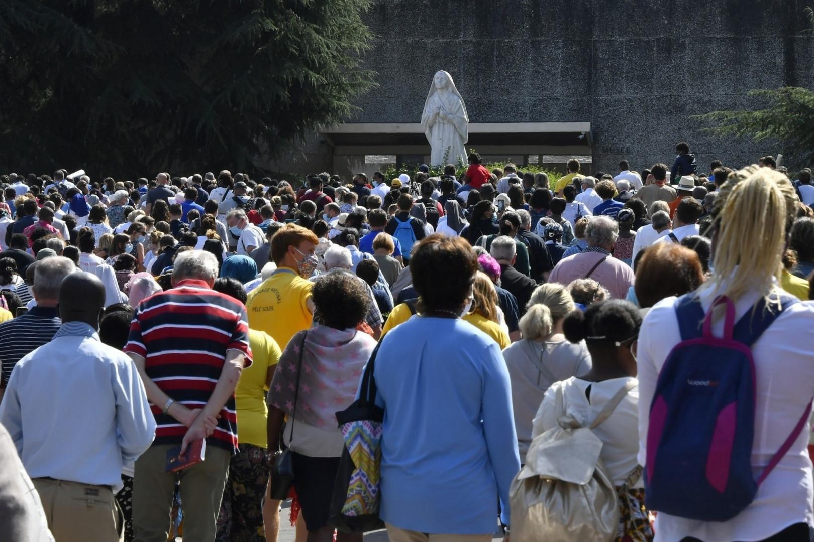 Seul un nombre réduit de fidèles pouvait assisté à la messe dominicale.
