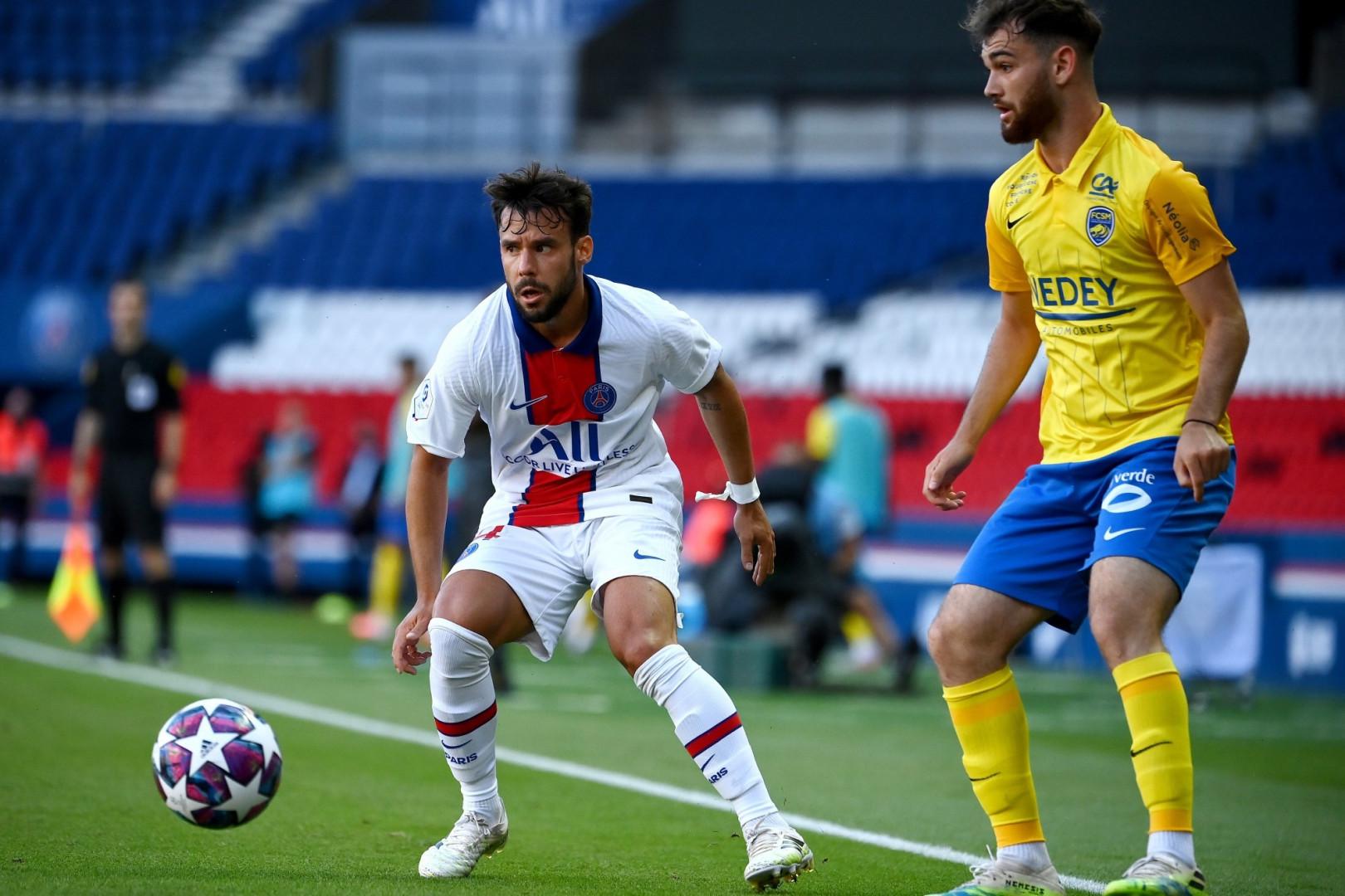 Juan Bernat avec le PSG face au Sochalien Bryan Soumaré le 5 août 2020 au Parc des Princes