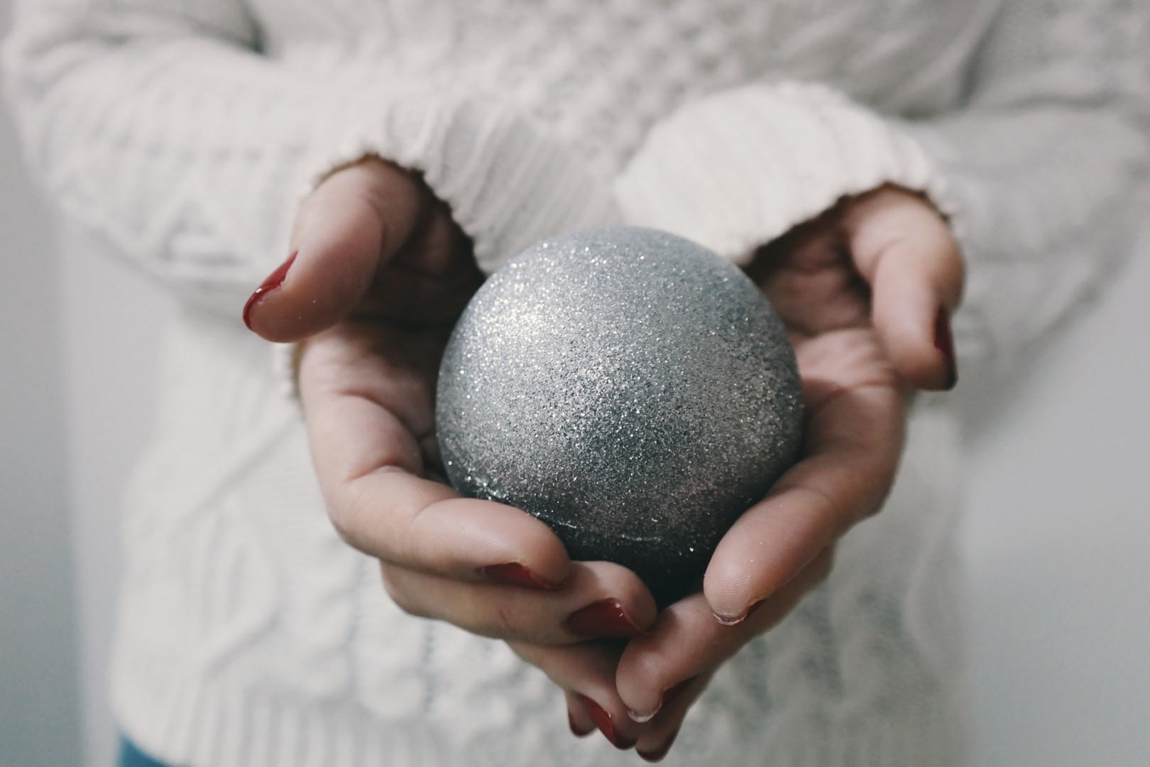 Une boule de Noël ou un de bain moussant ?