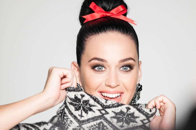 """Katy Perry sortira son cinquième album courant 2017. Aucune date précise n'a encore été communiquée mais ce nouvel opus devrait donner lieu à une tournée internationale. Elle l'a annoncé elle même, """"2017 va être sacrément chargée""""."""