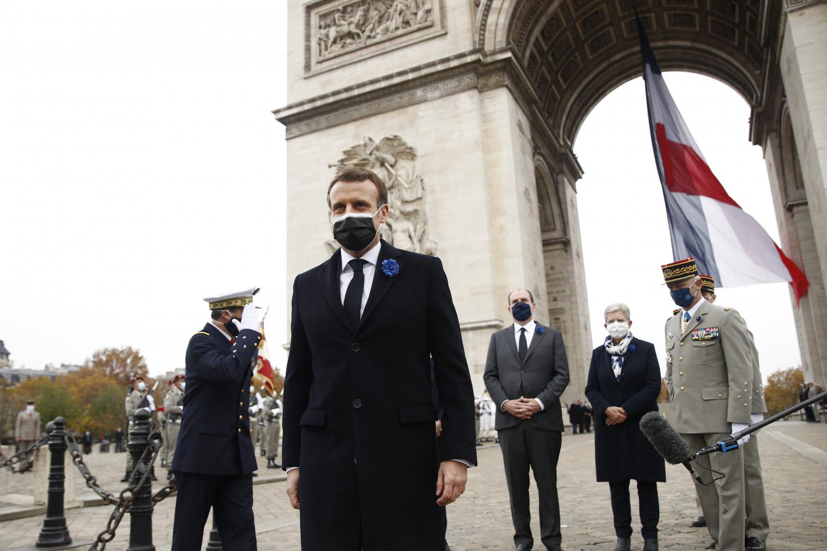 Emmanuel Macron quitte les Champs-Élysées le 11 novembre 2020