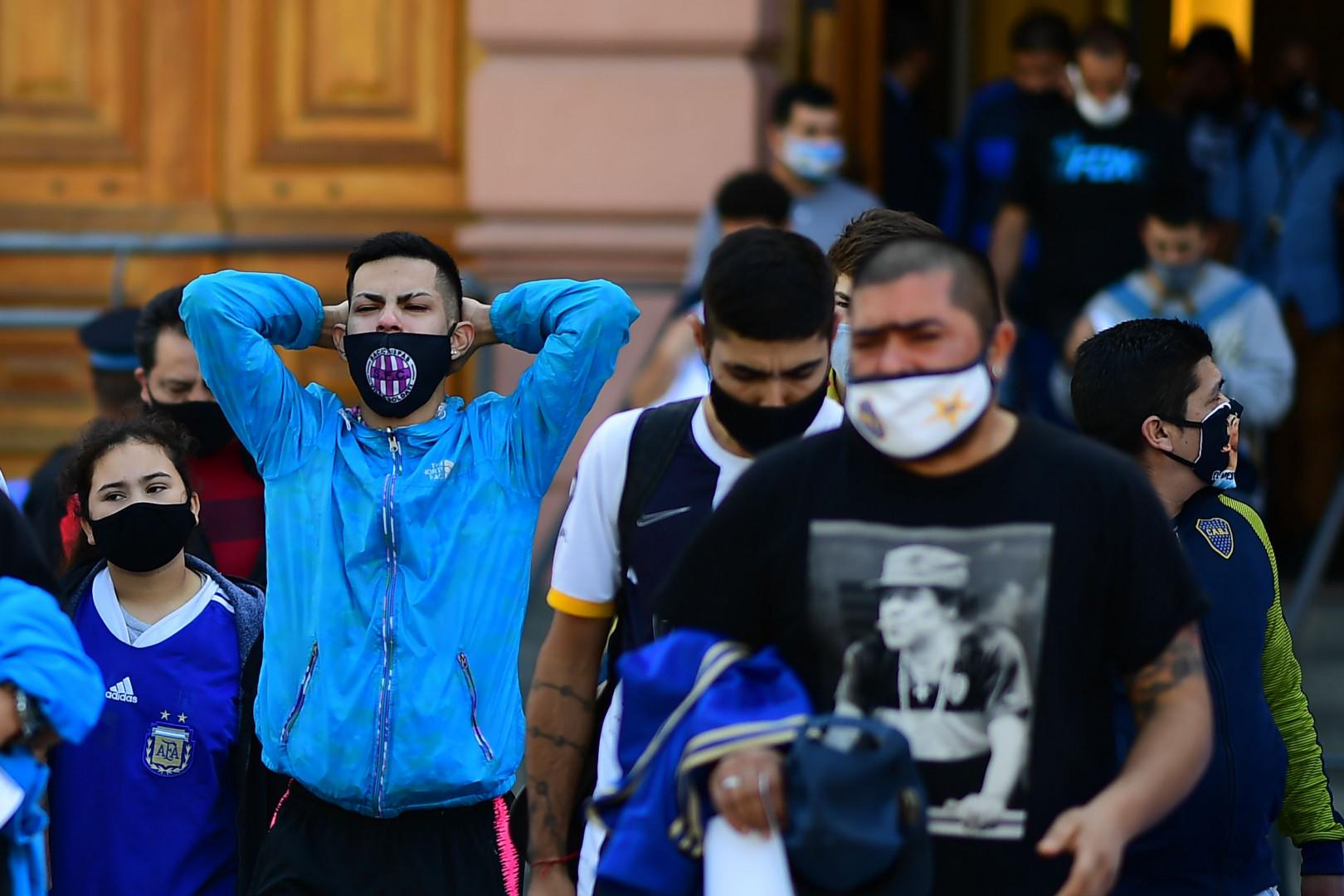 À la sortie de la Casa Rosada, certains supporters ont eu du mal à retenir leurs larmes.