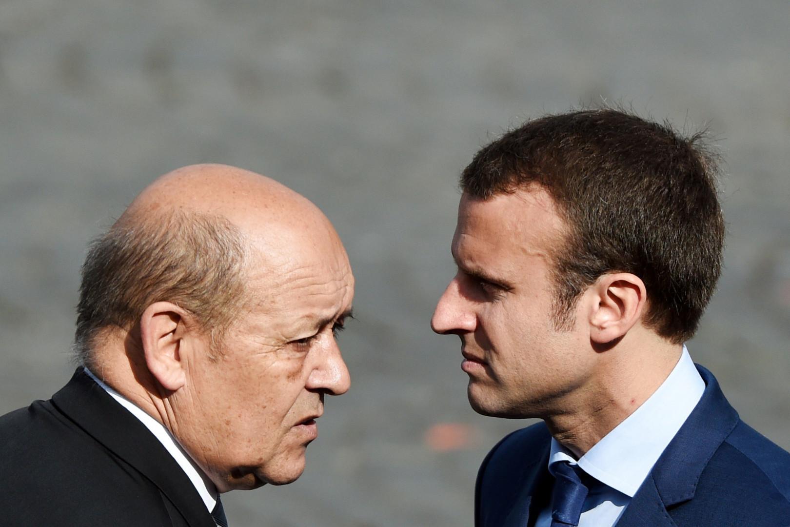 Jean-Yves Le Drian et Emmanuel Macron, à Paris le 14 juillet 2015
