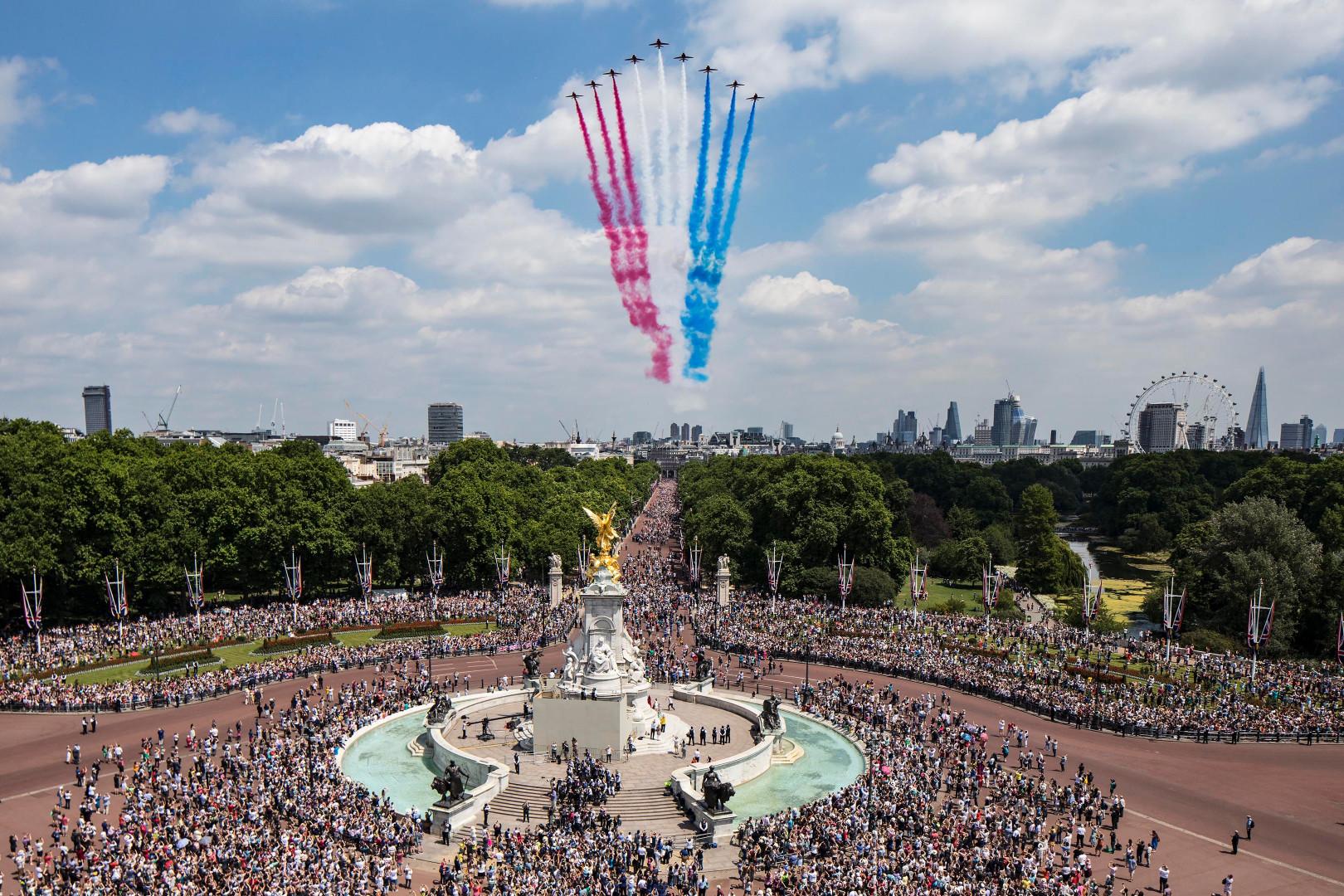 La foule à Londres, rassemblée pour la célébrations du 91e anniversaire de la Reine, le 17 juin 2017