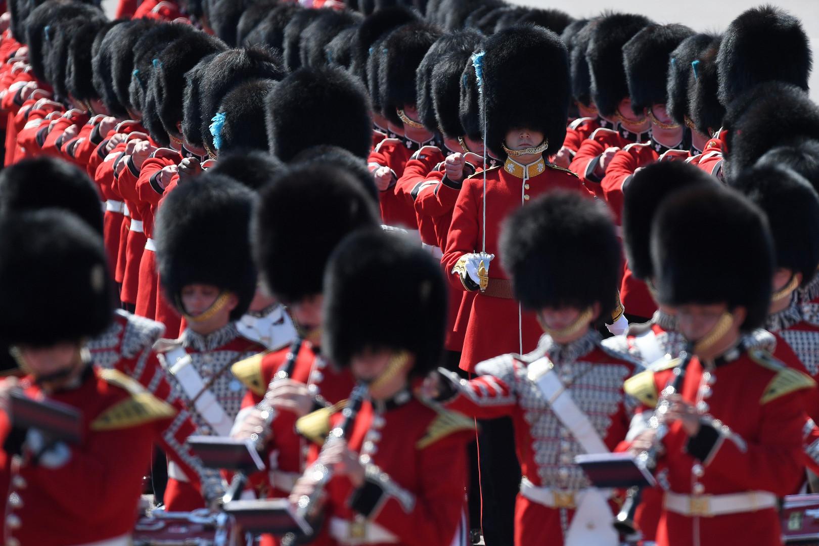 Les gardes britanniques, lors des célébrations du 91e anniversaire de la Reine, le 17 juillet 2017