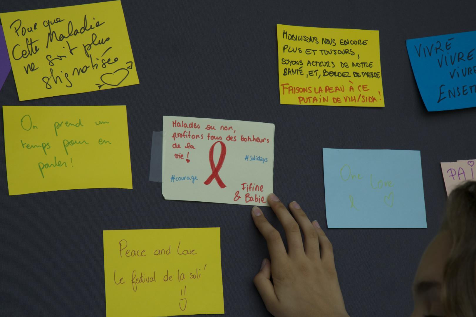 """""""Des mots contre les maux"""", expliquent les bénévoles de l'association Les amis du patchwork des noms"""