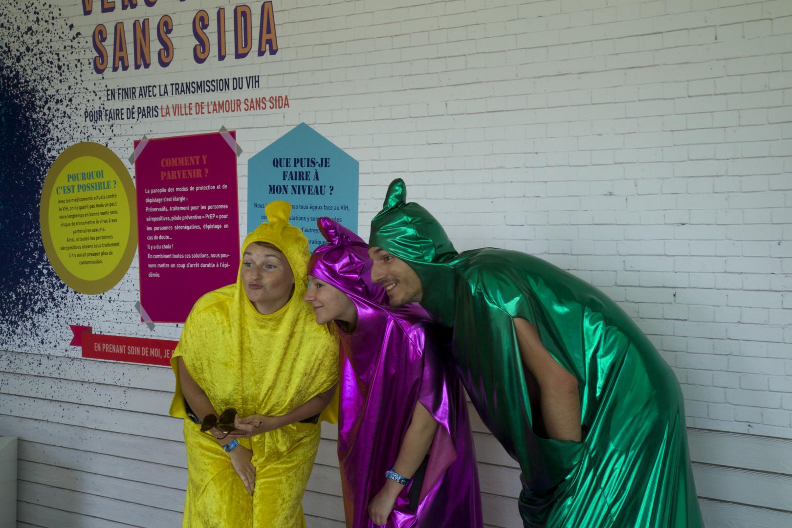 Ici, on peut se déguiser en préservatifs géants et colorés