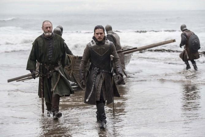 L'arrivée de Sir Davos et Jon Snow à Dragonstone