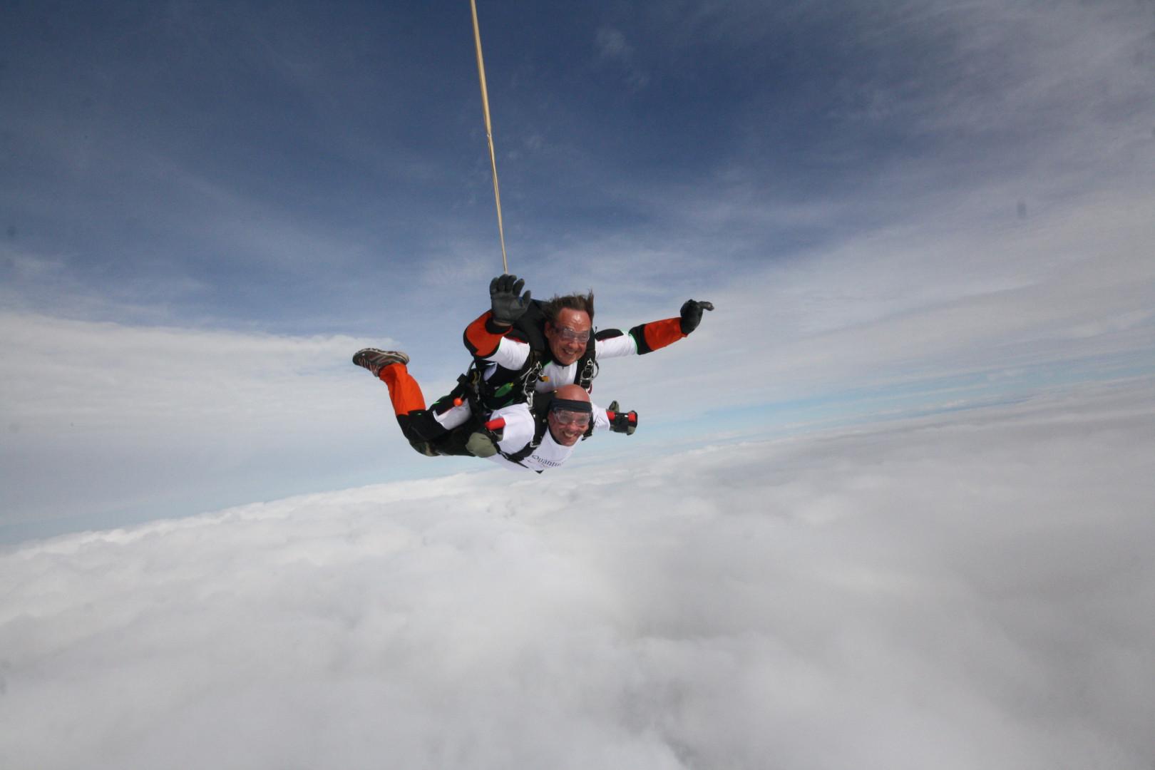 Philippe Croizon saute en parachute pour la Journée Mondiale du coeur