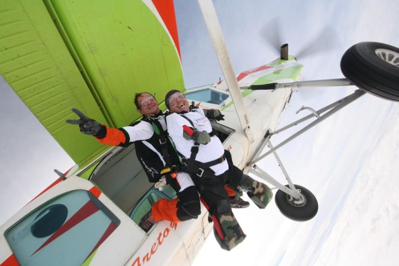 L'aventurier Philippe Croizon a sauté en parachute pour la Journée Mondiale du coeur