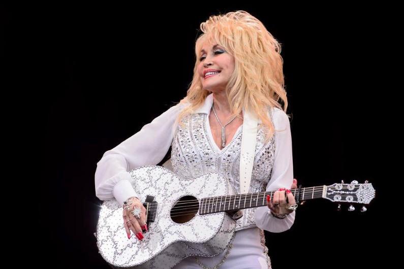 Dolly Parton a remporté 37 millions de dollars