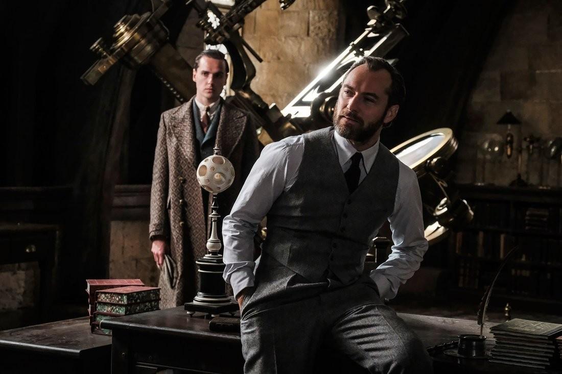 """Jude Law incarne Albus Dumbledore dans les """"Animaux Fantastiques 2"""""""