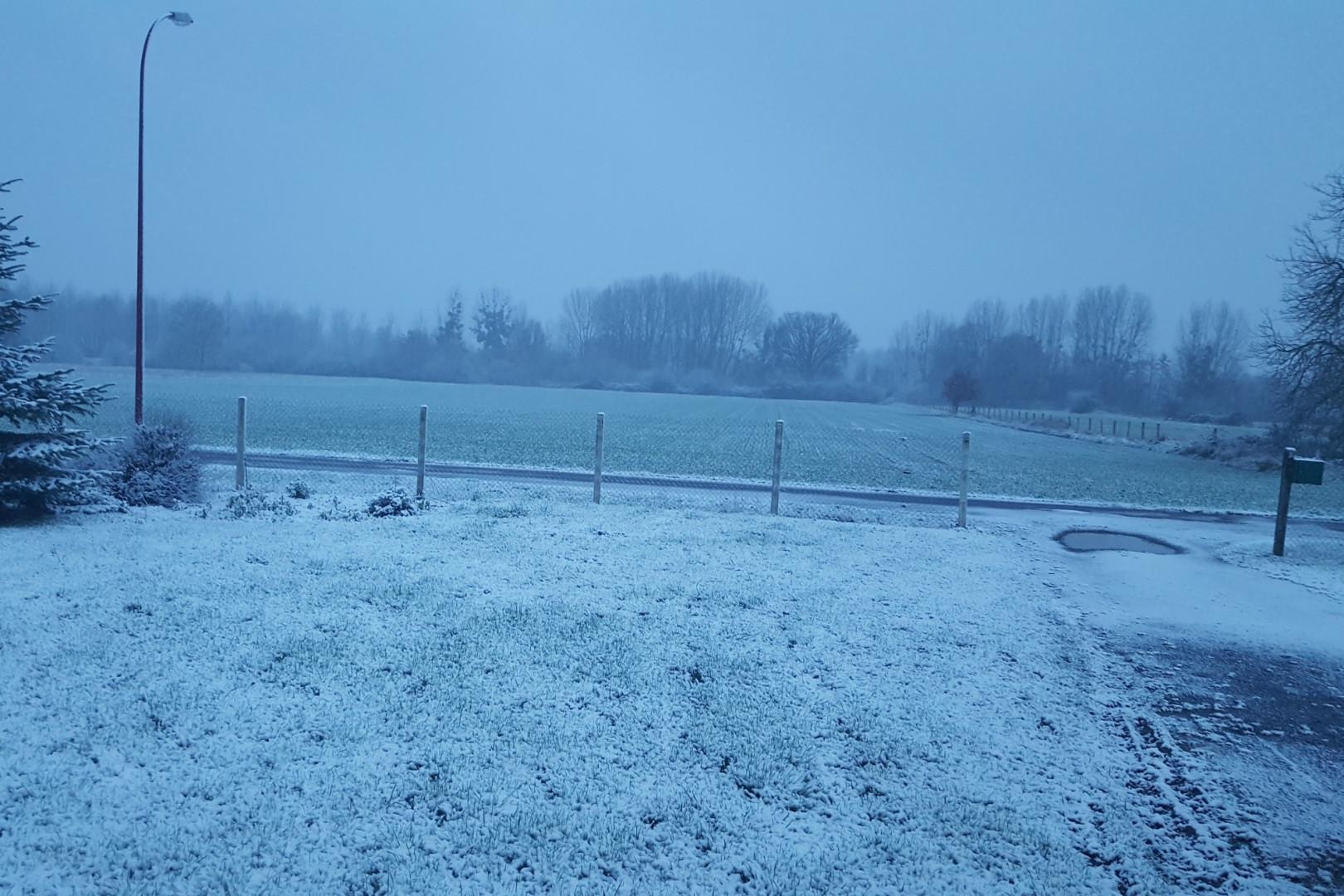 Réveil sous un manteau de neige à Bichancourt (Aisne) le 6 février 2018