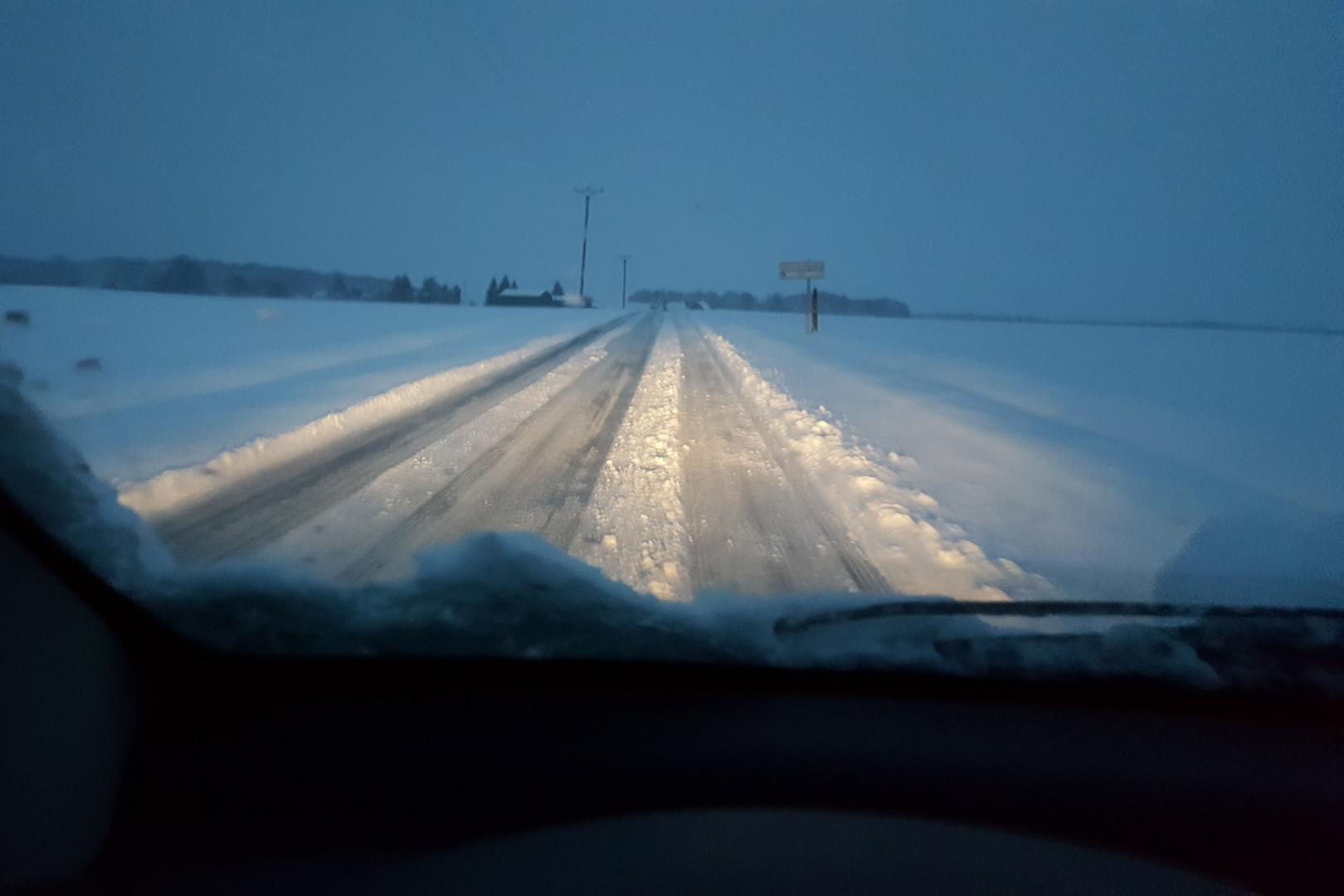 La neige a recouvert la route de la D108 dans le Loir-et-Cher le 7 février 2018