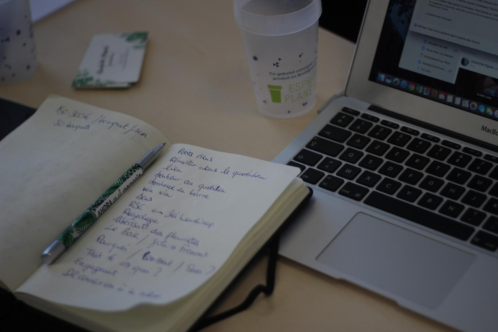 Prise de note pendant le projet Global Startup Weekend Paris