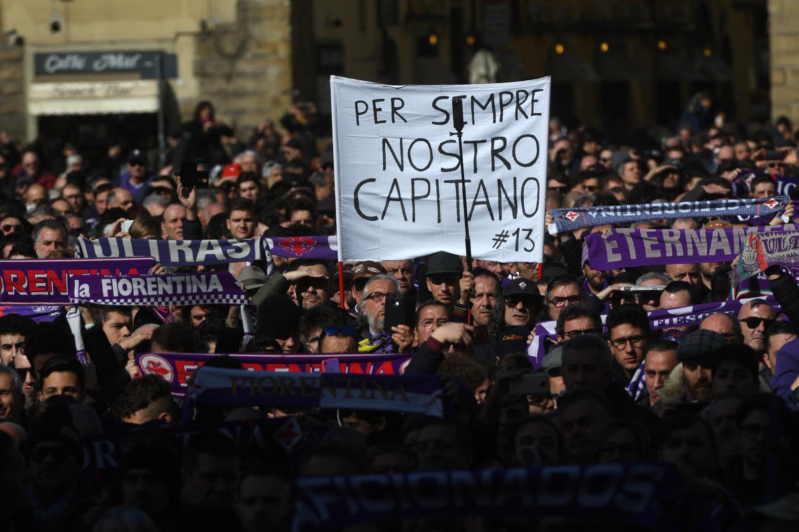 Plusieurs milliers de personnes sont venues rendre un dernier hommage à Davide Astori, jeudi 8 mars