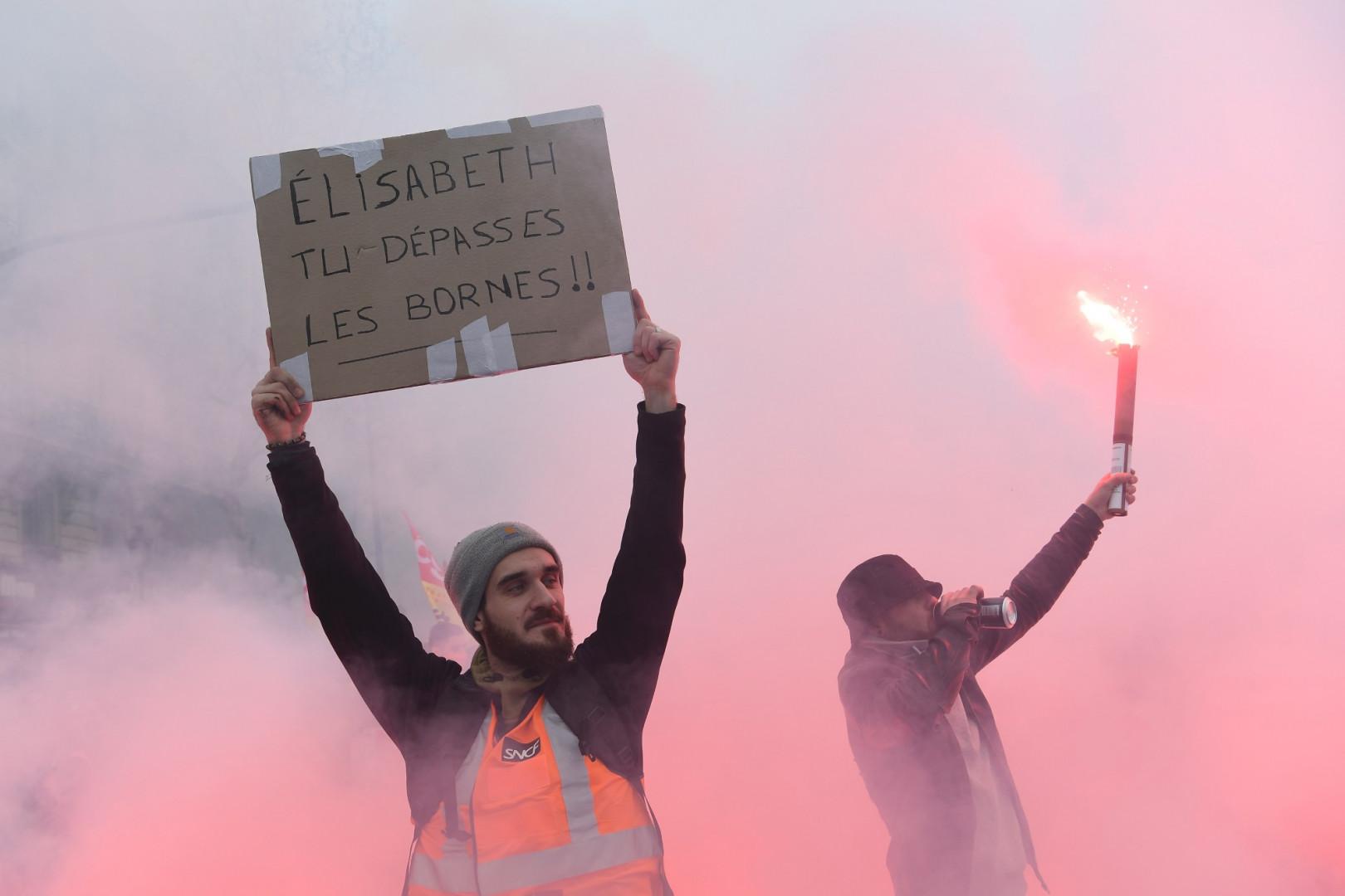 Les cheminots manifestent à Paris contre le projet de réforme de la SNCF jeudi 22 mars à Paris