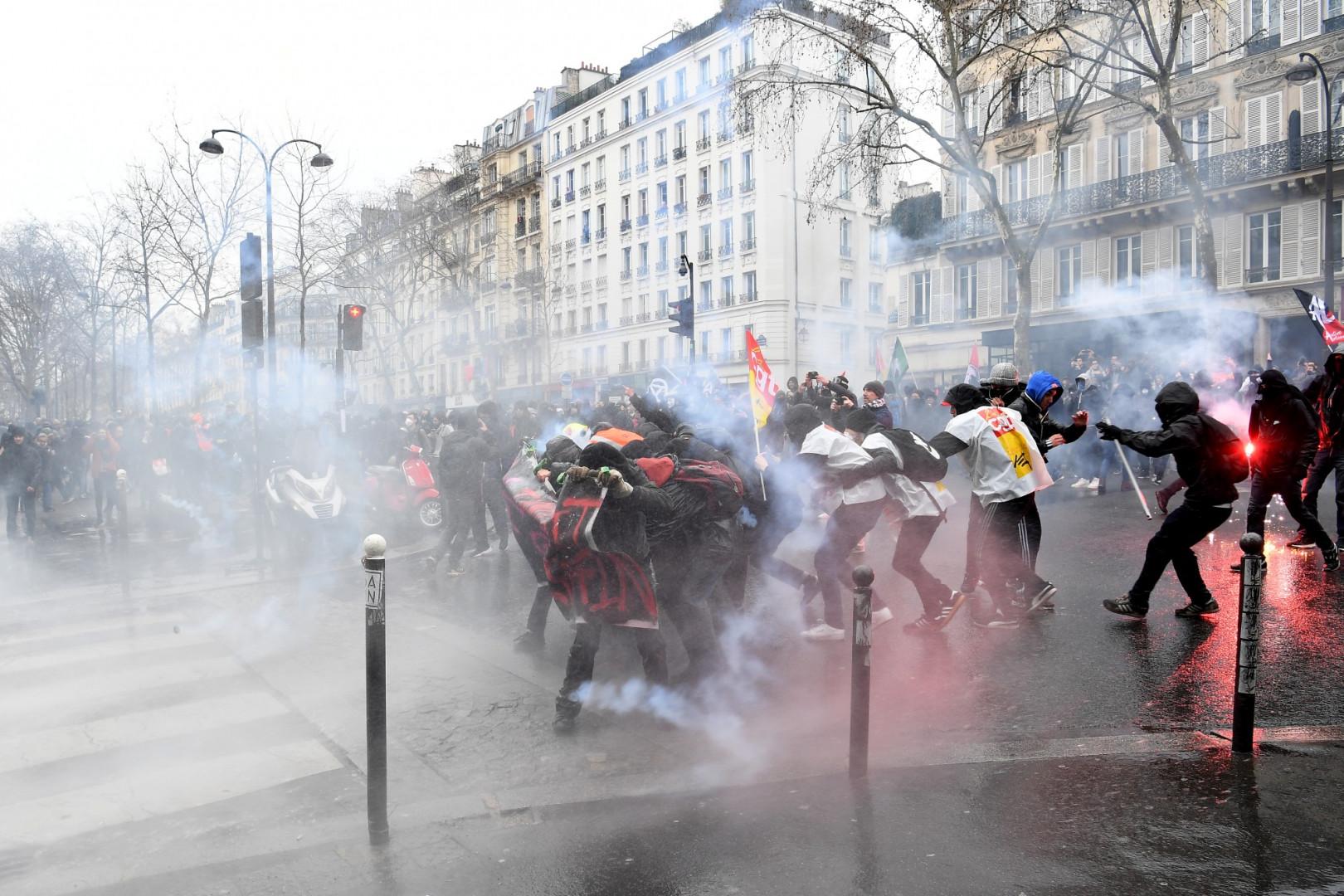 Des affrontements entre forces de l'ordre et manifestants à Paris le 22 mars