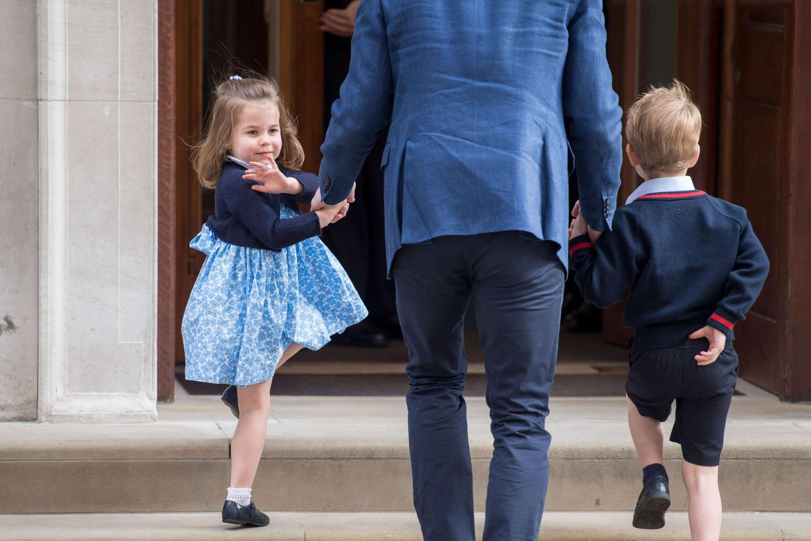 La princesse Charlotte avec son père William et son grand frère George