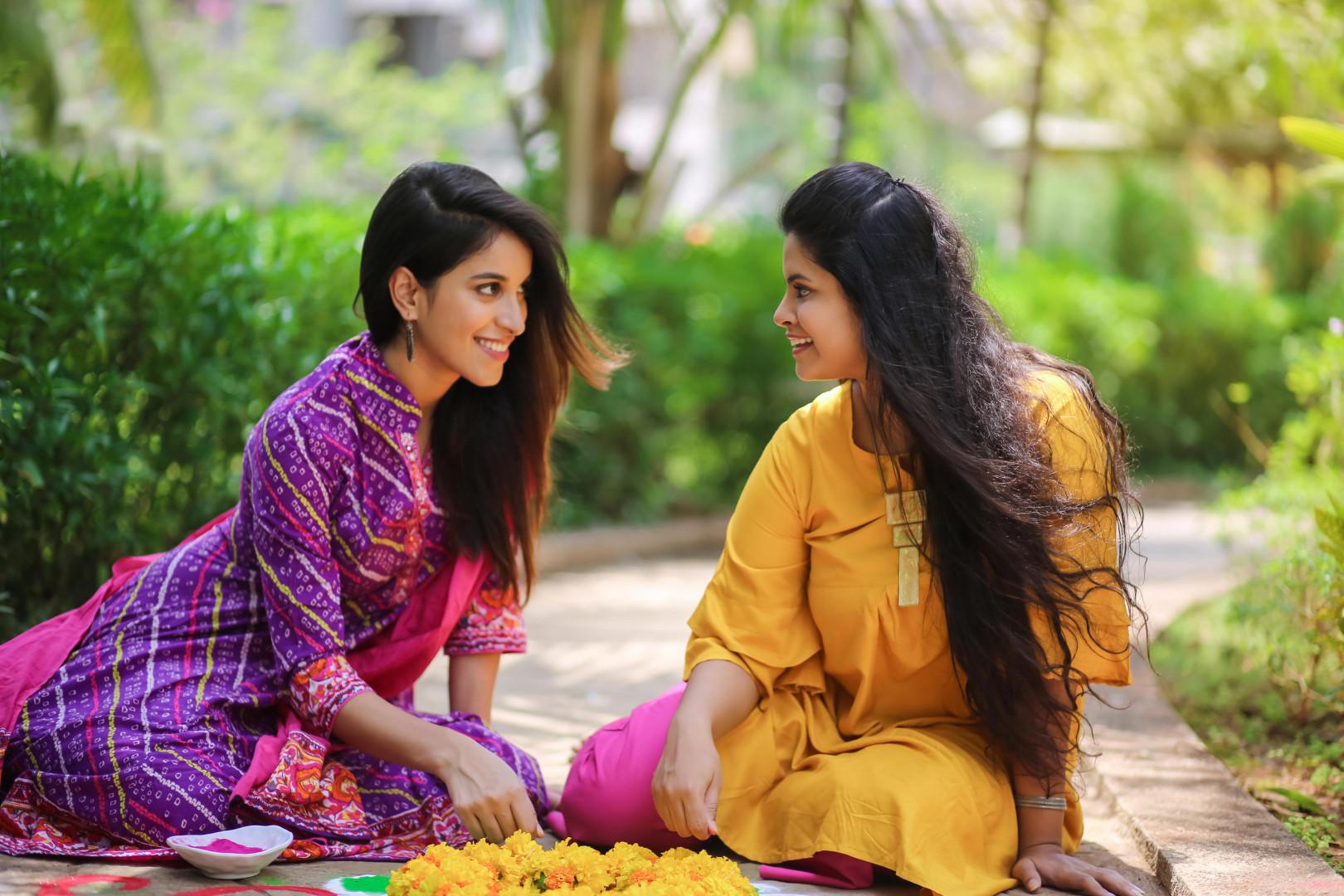 """- """"Vous n'avez pas de sanskaar (mot indien qui signifie qu'une fille doit obéir aux règles)"""". - """"On nous a appris autrement""""."""