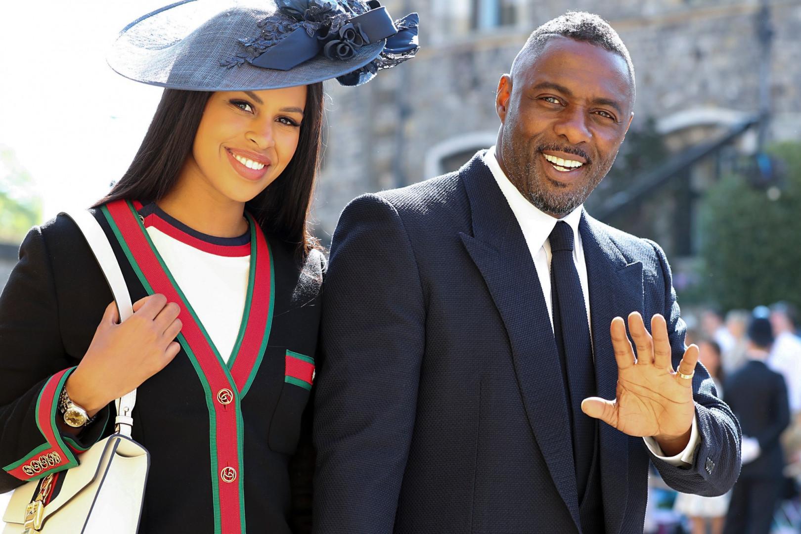 Idris Elba et sa fiancée Sabrina Dhowre arrivent à la chapelle St George à Windsor
