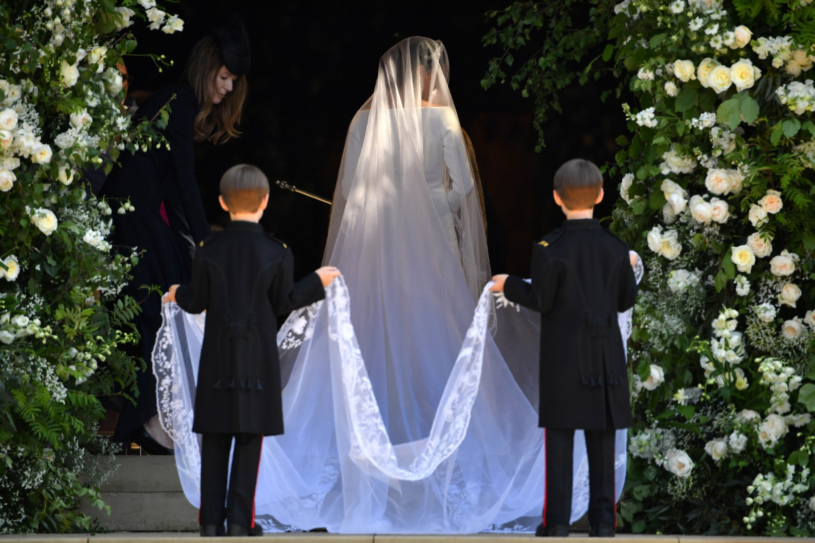 Meghan Markle arrive dans la chapelle St George, à Windsor