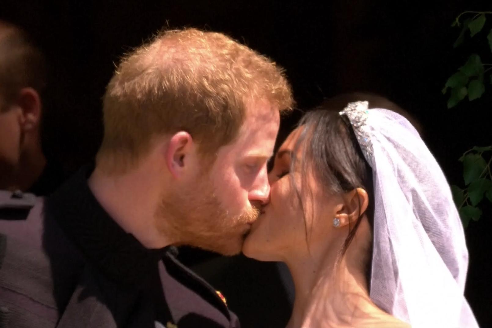 Le baiser entre Meghan et Harry