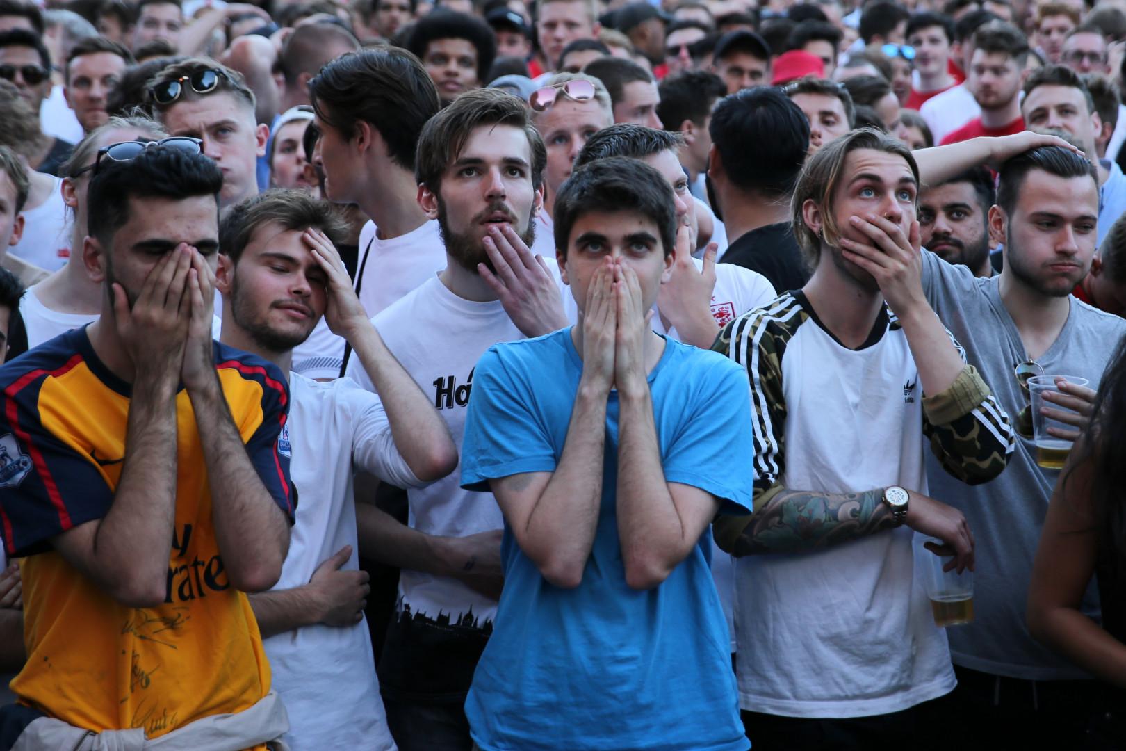 La déception était encore plus visible pour les supporters de l'Angleterre, le 28 juin, dans cette fan zone de Londres. L'équipe s'est inclinée face à la Belgique.