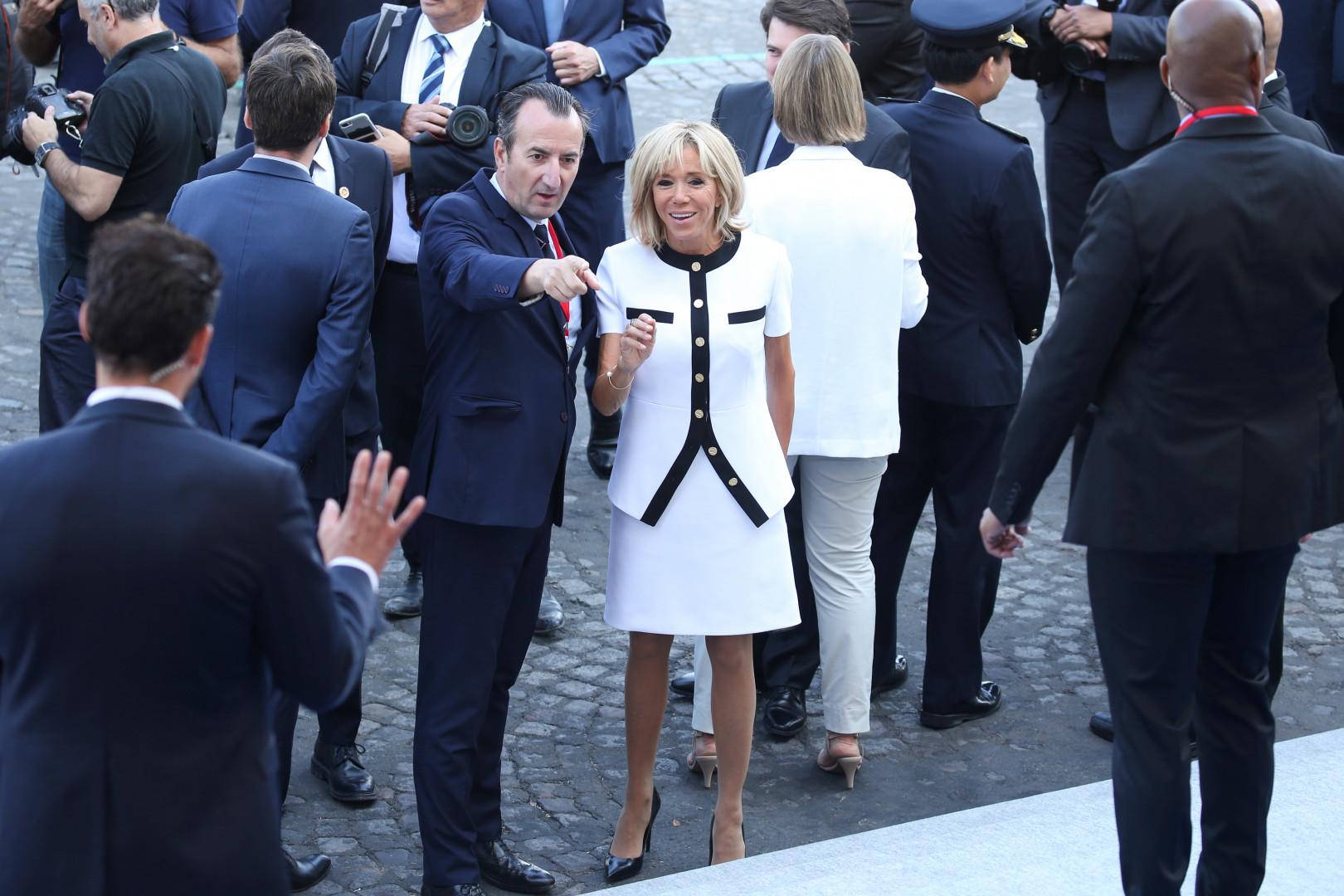 L'arrivée de Brigitte Macron pour le défilé du 14 juillet sur les Champs-Élysées