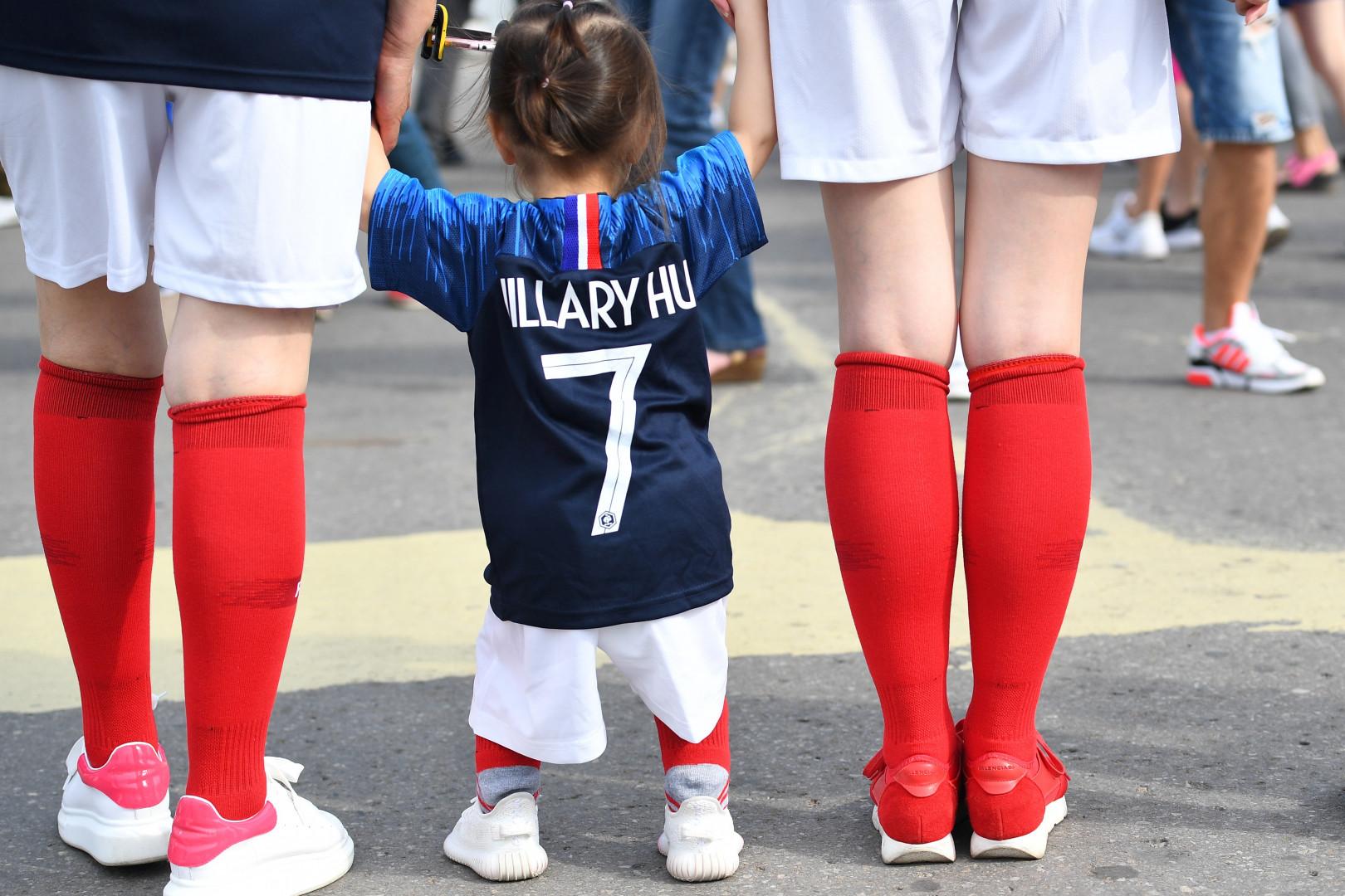 Une jeune supportrice française à Nijni Novgorod (Russie) le 6 juillet 2018
