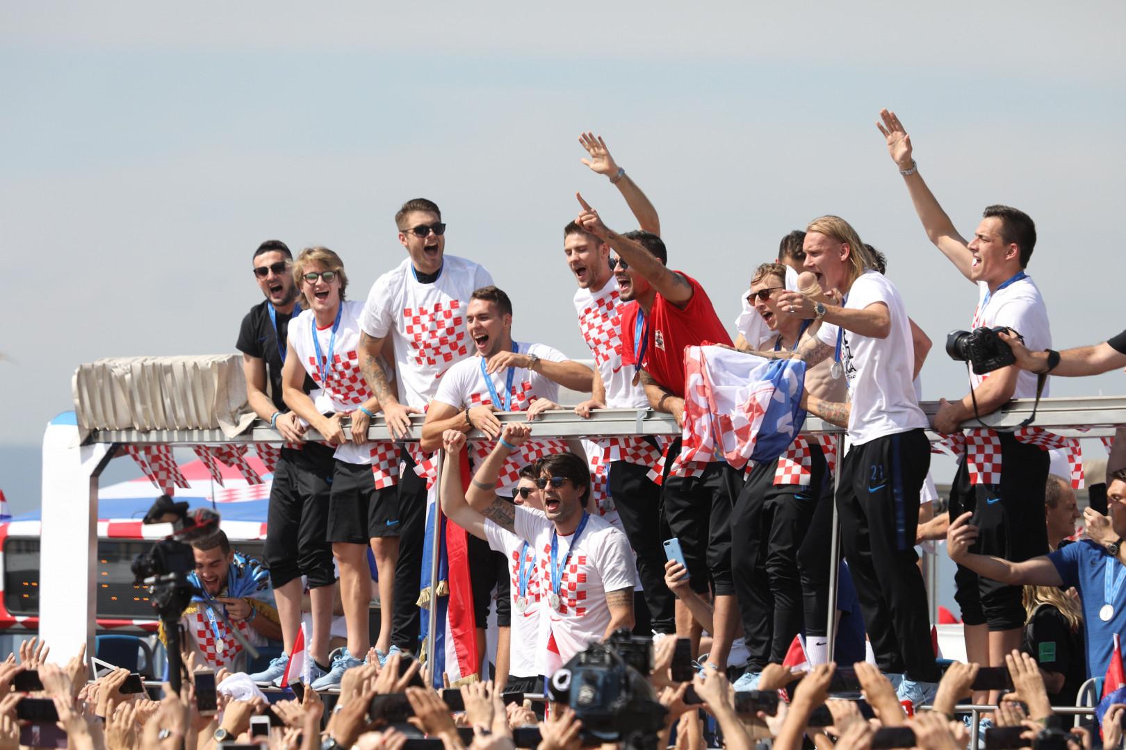 Malgré la défaite, les sourires étaient revenus sur les visages des Croates, lundi 16 juillet 2018 à Zagreb