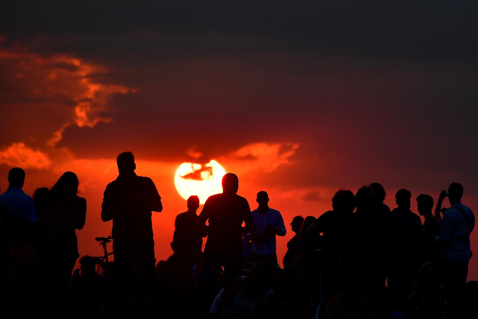 Rassemblement à Berlin (Allemagne) le 27 juillet, dans l'attente de l'éclipse de Lune