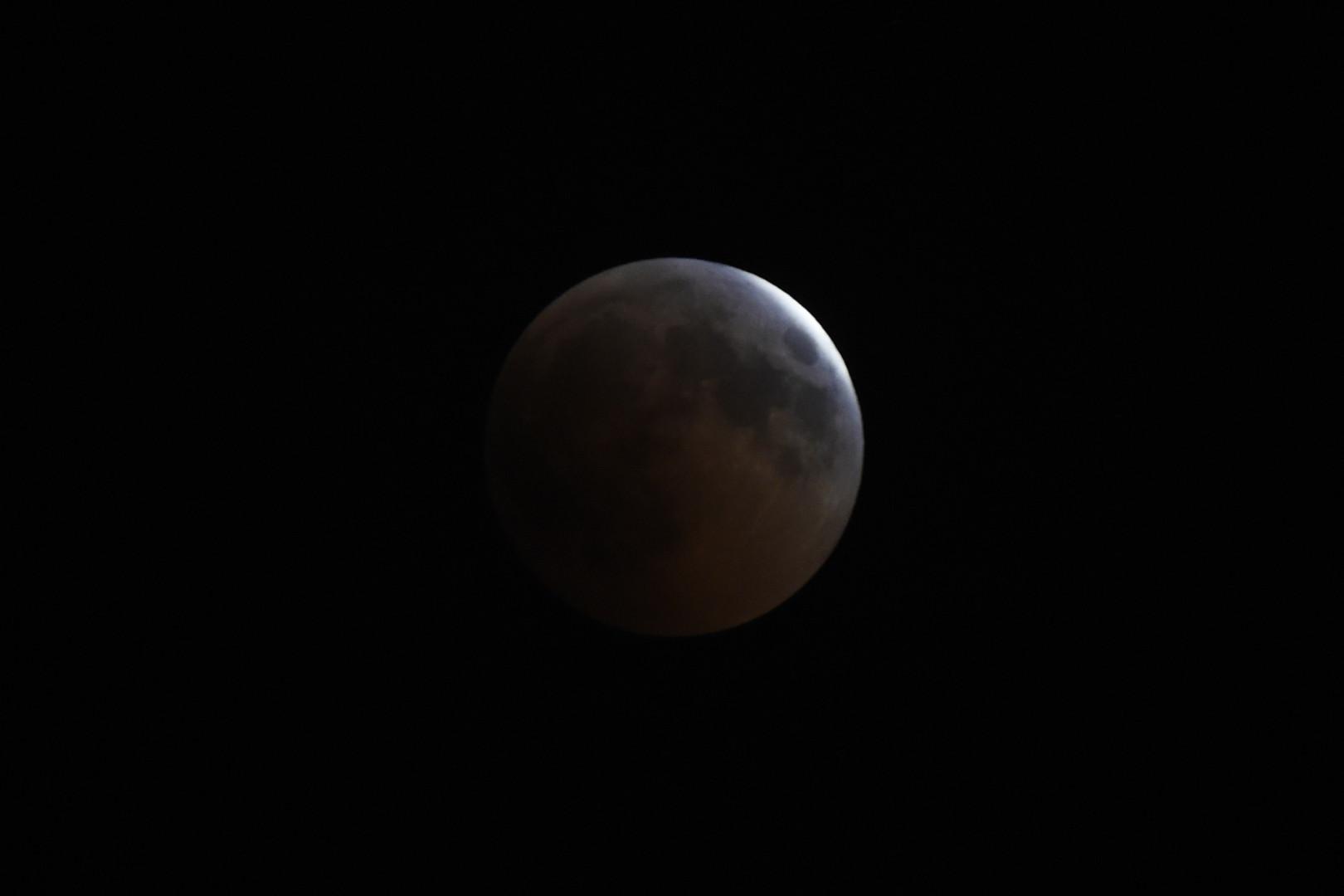 L'éclipse de Lune vue depuis Le Caire (Égypte), le 27 juillet 2018