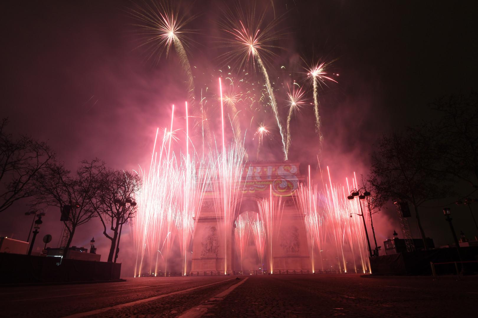 """Après des semaines de mobilisation des """"gilets jaunes"""", l'heure était à la fête sur les Champs-Élysées"""